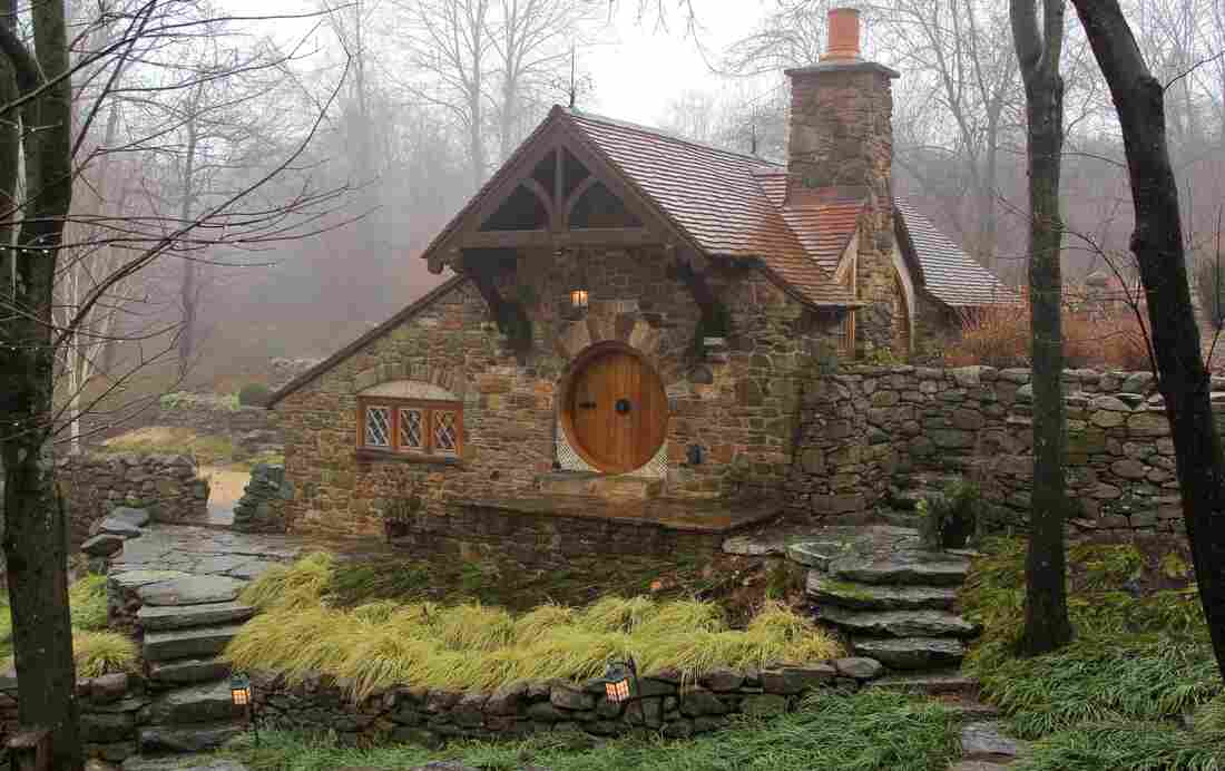 Inspired by J.R.R. Tolkien's descriptions and drawings, Lord of the Rings fan Vince Donovan built a hobbit-hole to house his collection of Middle Earth memorabilia.