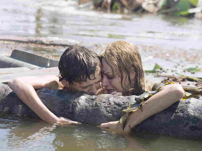 Maria (Naomi Watts) and Lucas (Tom Holland) are ripped from their family by a tsunami.