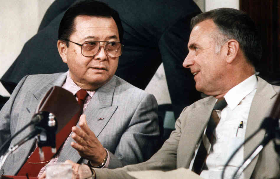 Sen. Daniel Inouye (left), who died at 88 Monday, served as the chairman of the Senate committee investigating the Iran-Contra affair in 1986.