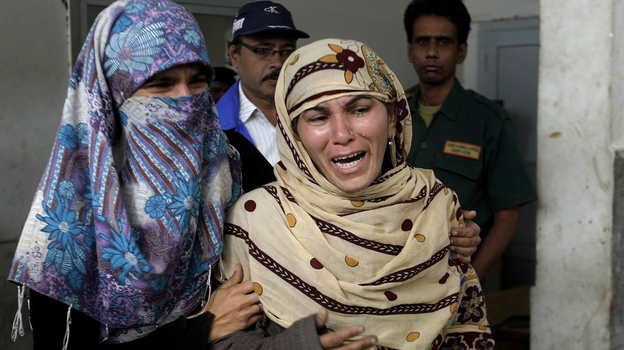 Rukhsana Bibi (center) mourns for her daughter, polio worker Madiha Bibi, killed by unknown gunmen, at a local hospital in Karachi on Tuesday. Gunmen staged additional attacks Wednesday. (AP)