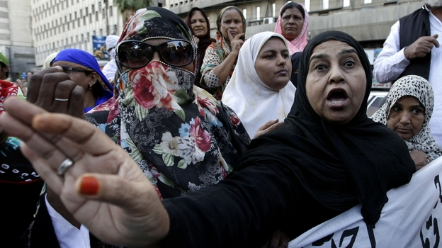 Pakistani health workers demonstrate against the slayings of their colleagues on Wednesday Dec. 19, 2012. (AP)
