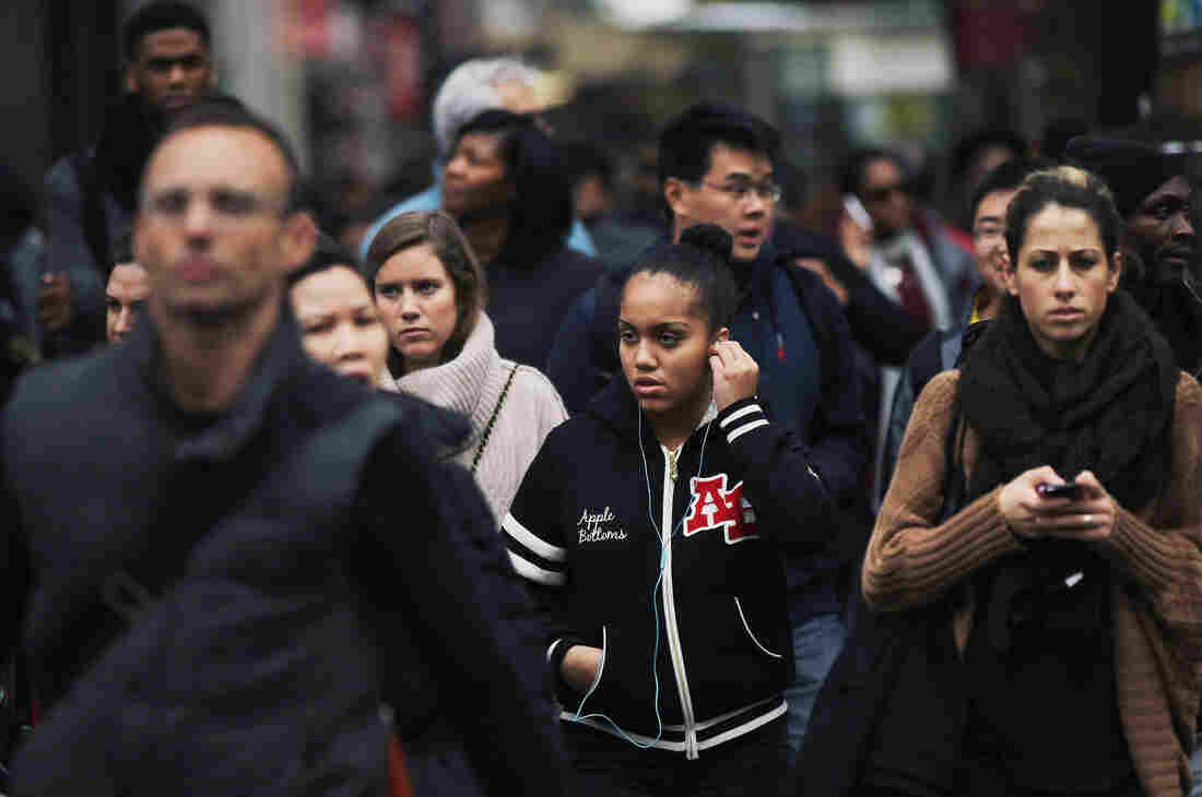 A crowd crosses the street in midtown Manhattan.