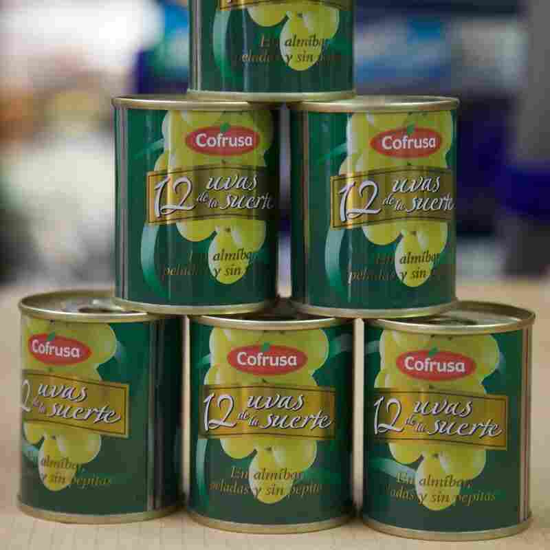 Supermarkets sell small tins of 12 seeded and peeled grapes.