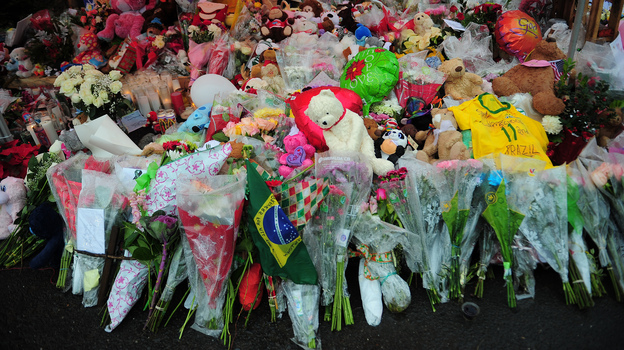 A makeshift shrine to the victims of the school shooting in Newtown, Conn. Slate and a citizen journalist are trying to track gun deaths across the nation since that Dec. 14 mass shooting. (AFP/Getty Images)