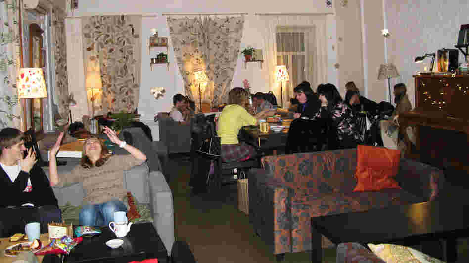Tsiferblat, or Clockface Cafe, in Moscow draws a young crowd, from students to entrepreneurs. The cafe provides Wi-Fi, printers, books and art supplies. Drinks, snacks, atmosphere and the space are free. All customers pay for is time.