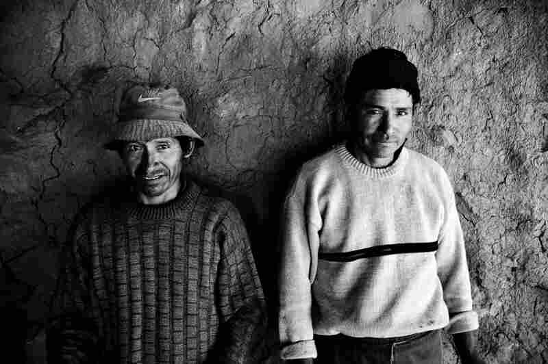 Luis and Carlos Apasa are traditional clay tile craftsmen who live along the Interoceanic Highway in the Andean community of Pinipampa, Peru.