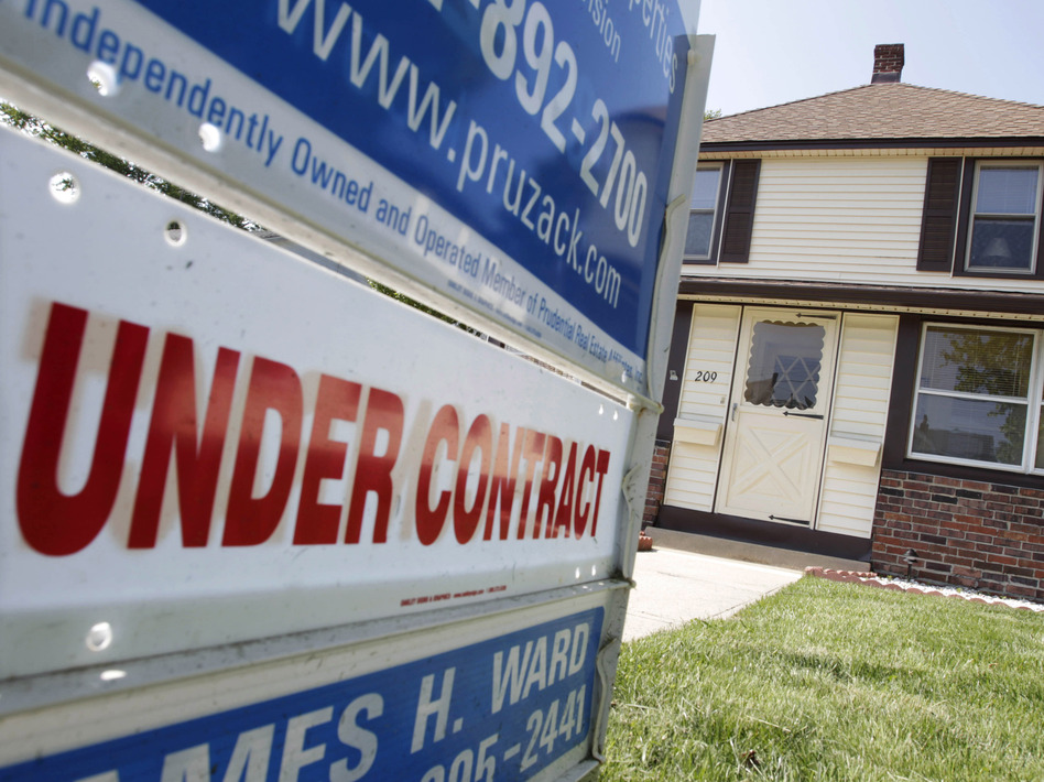 New federal mortgage rules come at a time when regulators and banks are trying to find a middle ground between overly lax and overly tight lending standards. (AP)
