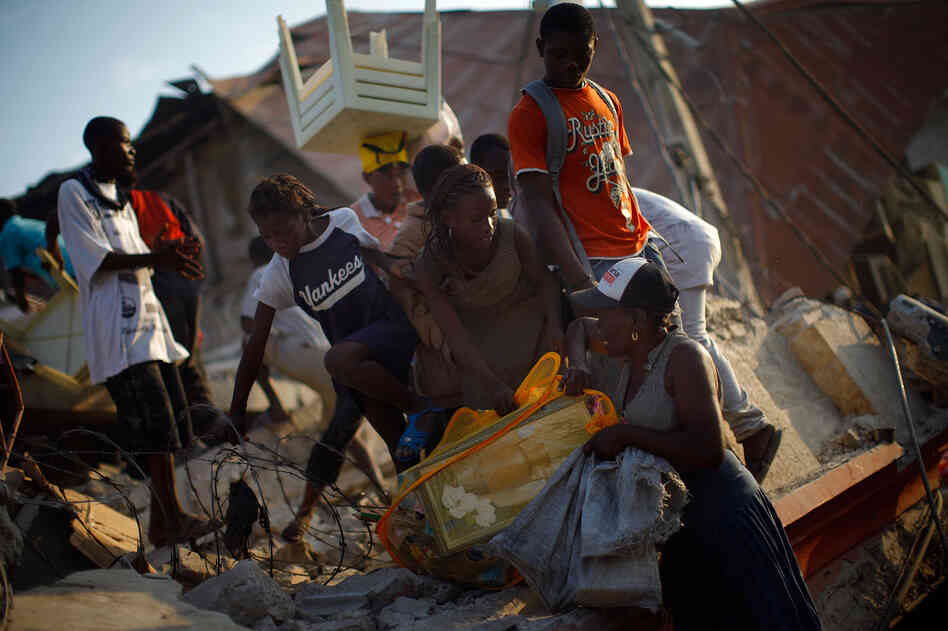 Looters in Port-au-Prince, Haiti, Jan. 20, 2010.