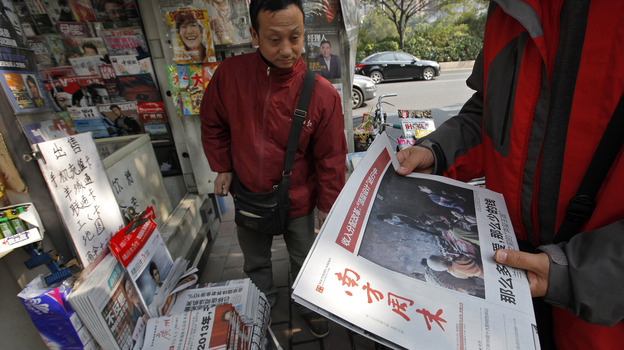 A man buys the latest edition of Southern Weekly at a newsstand near the newspaper's headquarters in Guangzhou, Guangdong province, China, on Thursday. The staff at the influential weekly rebelled to protest censorship by government officials; the newspaper was published Thursday after a compromise that called for relaxing some intrusive controls. (AP)