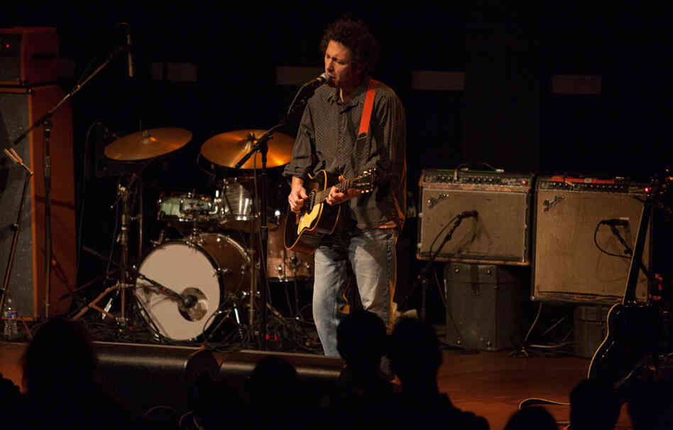 """Ira Kaplan sings during Yo La Tengo's cover of The Spinners' """"I'll Be Around."""""""