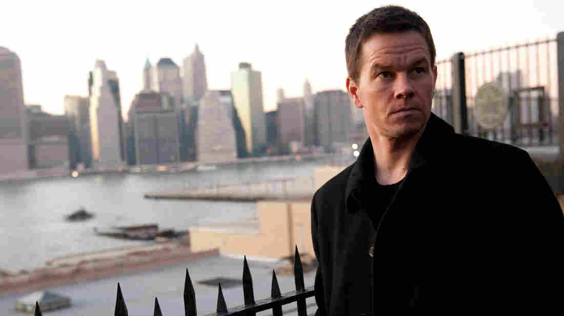 In a corrupt New York, private detective Billy Taggart (Mark Wahlberg) tries to straighten out the city as he straightens out his own life.