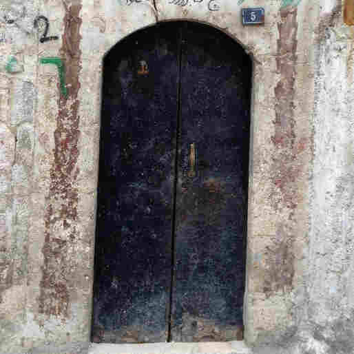 In War-Torn Aleppo, Old Doors That Reflect A Grand Tradition