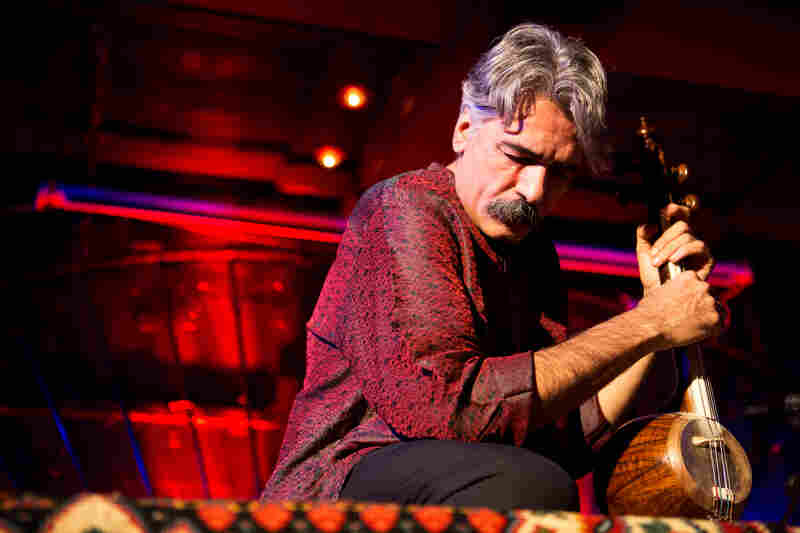 Kayhan Kalhor showed off his talents with his kemancheh, a traditional Persian bowed string instrument. Along with his collaboration with Erdal Erzincan, he has also collaborated with Yo-Yo Ma's Silk Road Project Ensemble and the Kronos Quartet.