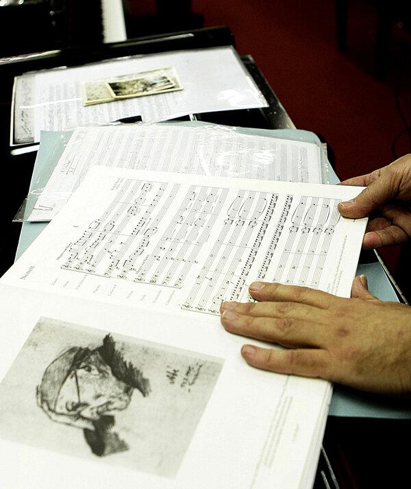 Francesco Lotoro นักประพันธ์ชาวอิตาเลียน ได้รวบรวม บทเพลงแห่งความเป็นและความตาย ที่เหลือรอดจากค่ายกักกันนาซี และเรียบเรียงให้สมบูรณ์กว่า 8,000 เพลง