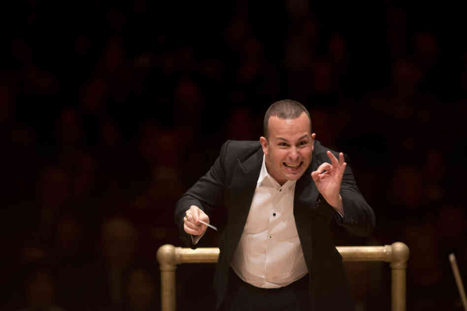 Yannick Nezet-Seguin molds details in sound with his Philadelphia Orchestra in a concert that featured three works brimming with orchestral color.