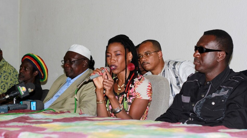 "Fatoumata Diawara and some of her musical collaborators on ""Voices United for Mali"" at a press conference held in Bamako, Mali on Jan. 17, 2013. (courtesy of the artists)"