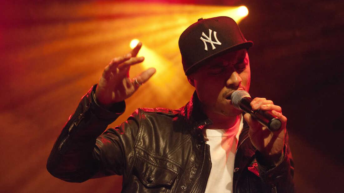Jose James: A Broad-Minded Singer Lets The Beat Build