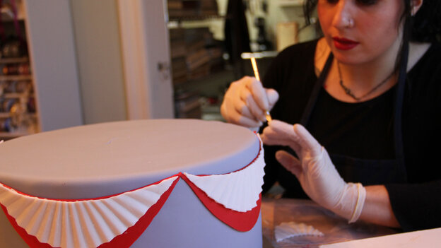 Elena Fox from Charm City Cakes works on a layer of the official cake for the Commander-in-Chief's Inaugural Ball.