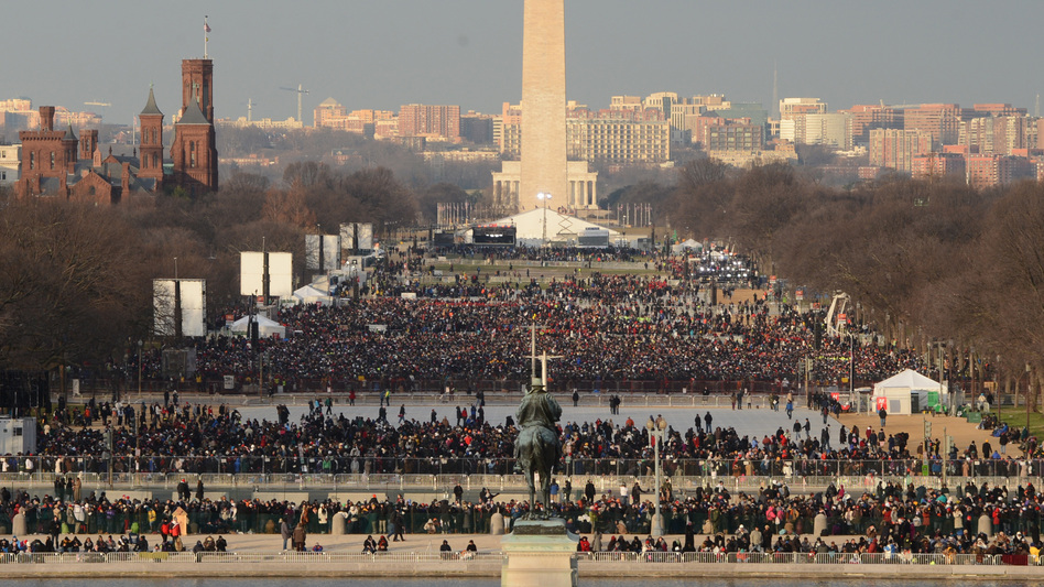 Looking west from the Capitol toward the Washington Monument several hours before President Obama was to take the oath of office. (UPI /Landov)