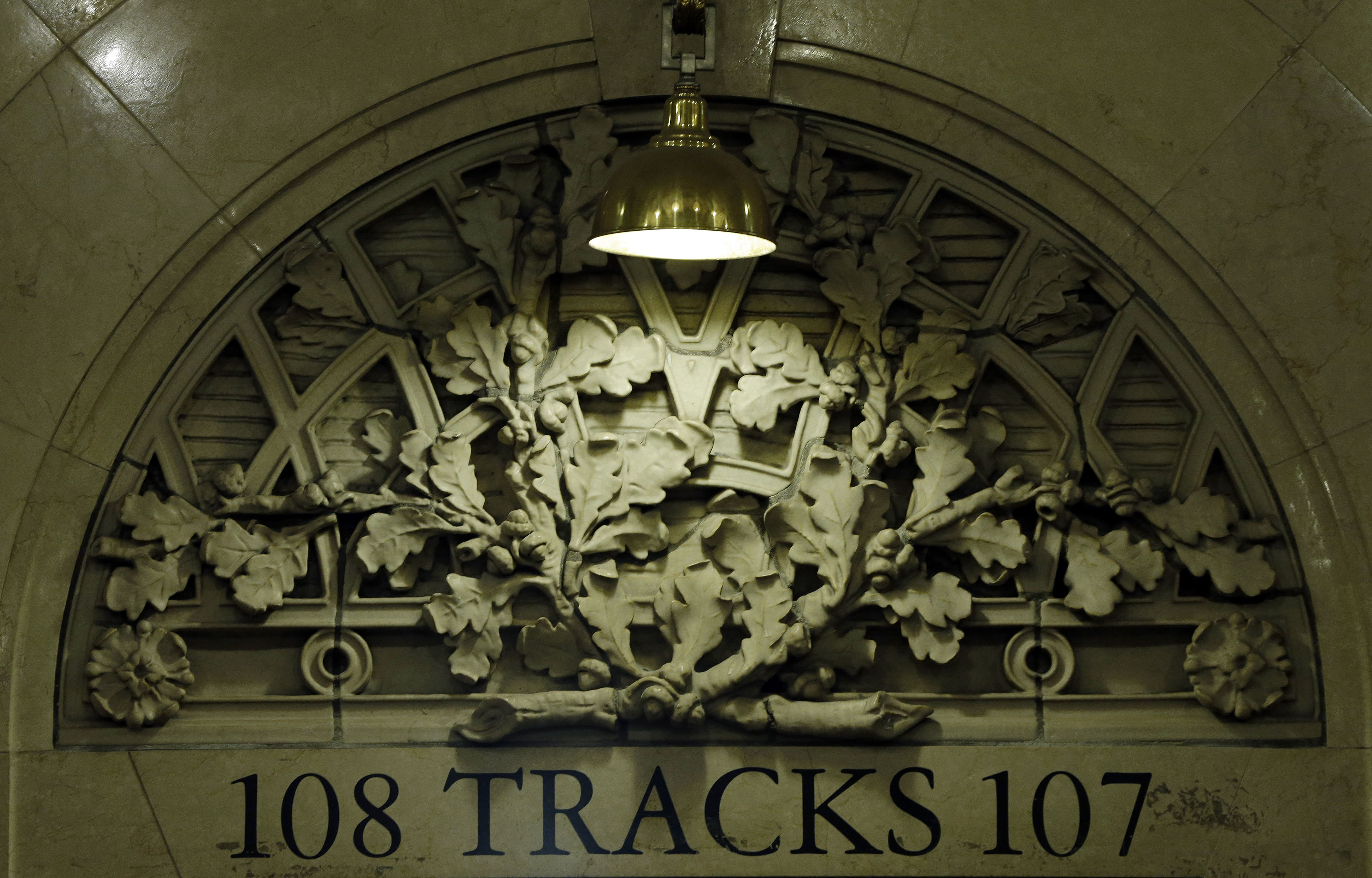 The terminal's track entrances are adorned with acorns and oak leaf clusters as a tribute to the Vanderbilt family.