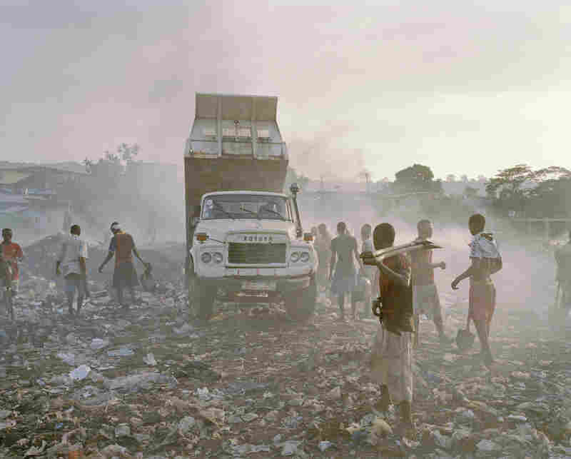 The dumpsites used by government trucks and private companies reside within the city. The Kingtom dumpsite sits in Grey Bush, a community of 12,000. It receives a large portion of Freetown's garbage, including human waste. Farmers use the garbage to grow vegetables.
