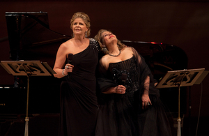 """Between sets the two divas told stories — often humorous — of the composers of La Belle Époque, the """"Beautiful Era"""" spanning from the last couple decades of the 19th century up until World War I."""