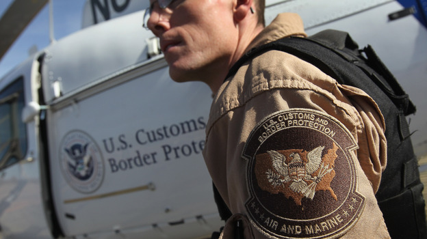 Air interdiction agent Jake Linde in 2010, on the U.S.-Mexico border in Arizona. (Getty Images)