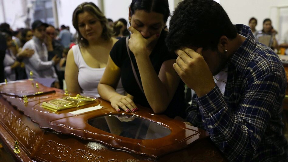Mourners at the coffin of one victim of the fire at the Kiss nightclub in southern Brazil. (EPA /LANDOV)