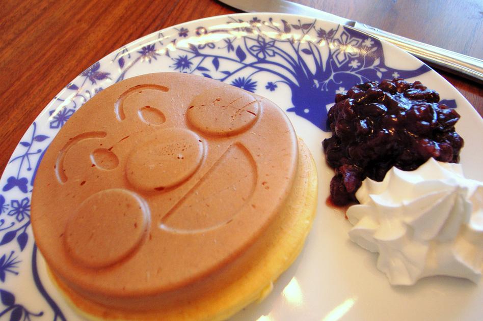 Food imitates art imitating food: a pancake shaped to resemble Anpanman's sweet roll head. (yoppy/Flickr)