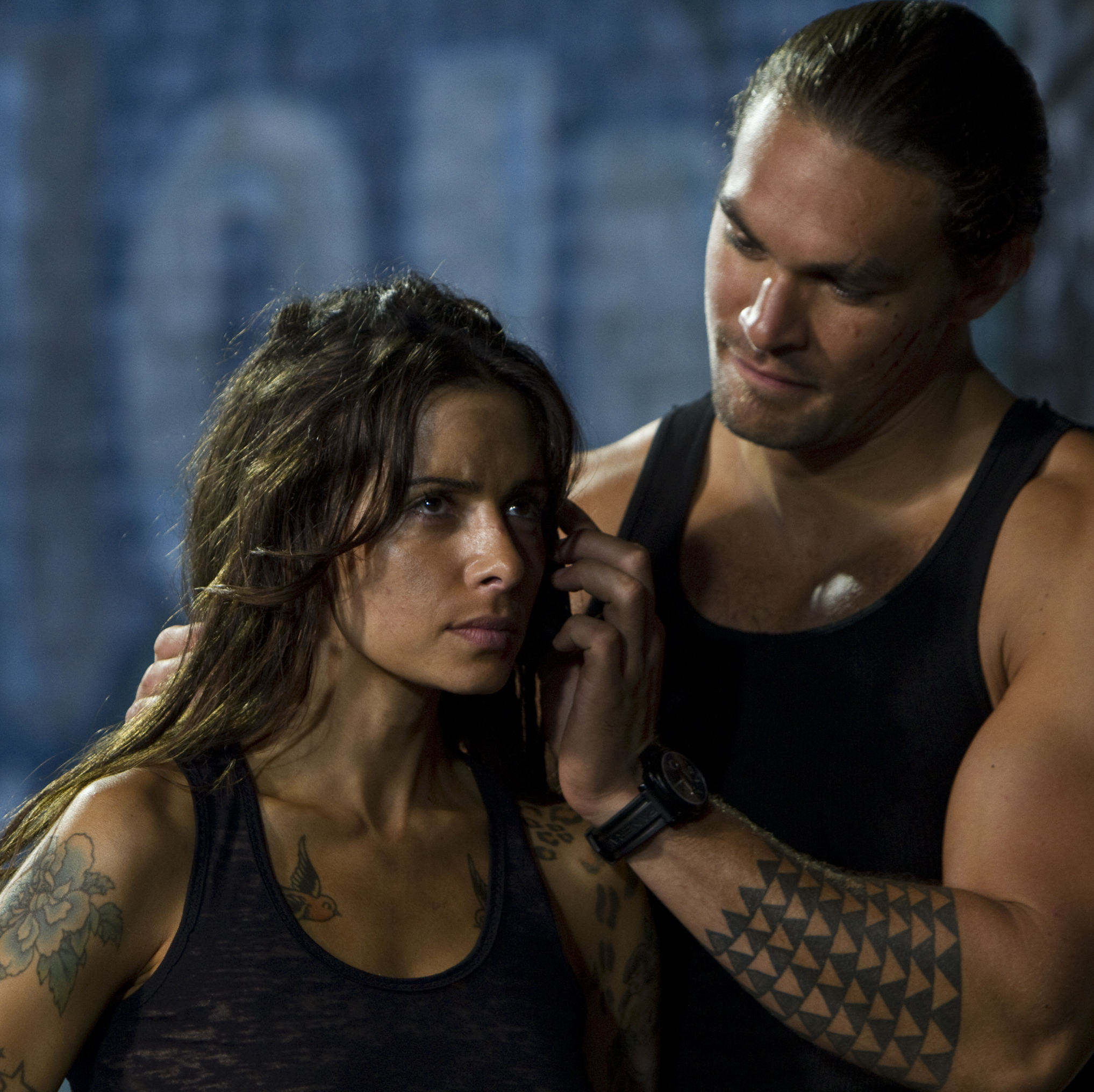 Sarah Shahi's tattoo artist -- who has ties to both Kang and Stallone's characters -- falls into the clutches of a mob enforcer (Jason Momoa).