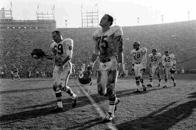Sherrill Headrick, Jerry Mays and other Kansas City players.