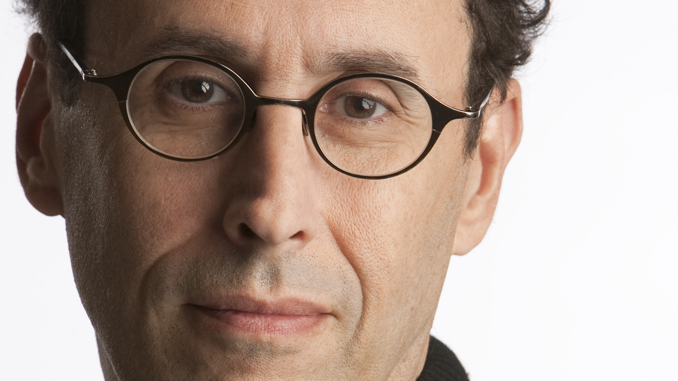 a biography of tony kushner a playwright Despite having won a pulitzer prize for part one of his play angels in america, tony kushner has been tinkering with the second part of the piece, perestroika, ever since its premiere on broadway in 1993 at the opening night of marianne elliott's new revival of the epic masterpiece, kushner discussed the.
