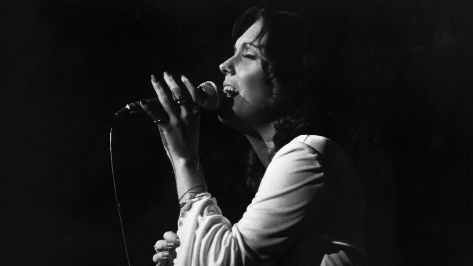 Karen Carpenter, of The Carpenters, performs in London in 1974. (Getty Images)