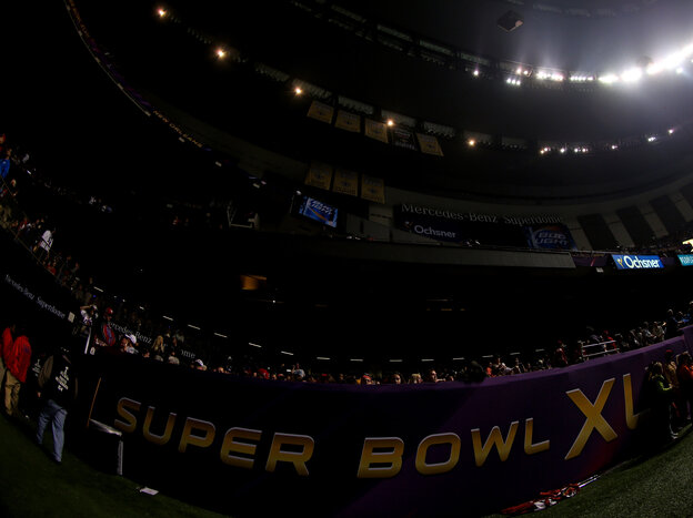 Things go dark in the Louisiana Superdome during Super Bowl XLVII.