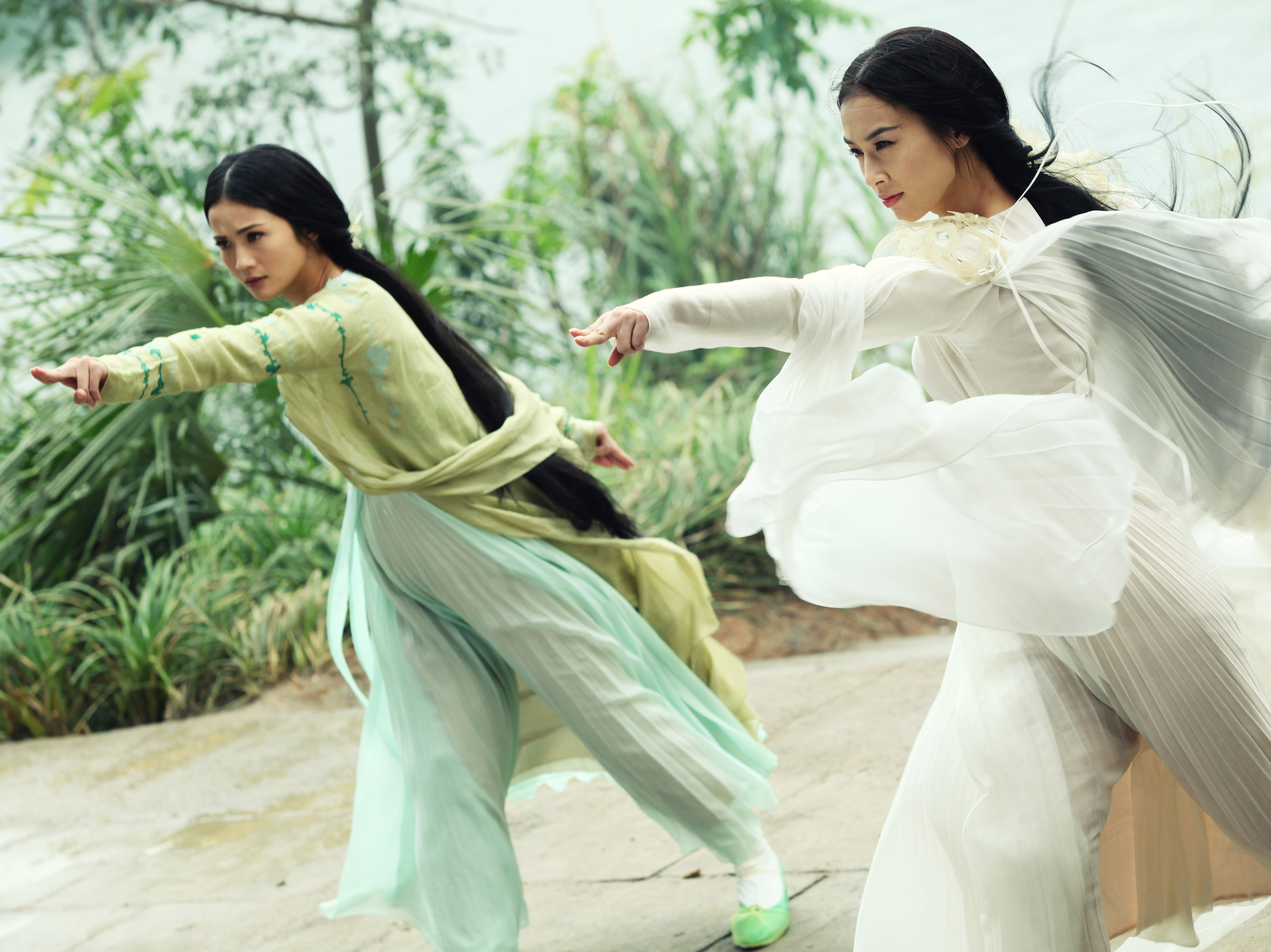 A sorcerer a white snake and lots of cgi magic ncpr news the demon snake sisters charlene choi and eva huang disguise themselves as beautiful women in the sorcerer and the white snake voltagebd Choice Image
