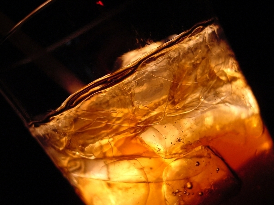 The rum in that Cuba libre will hit your bloodstream faster if it's mixed with diet cola. (iStockphoto)