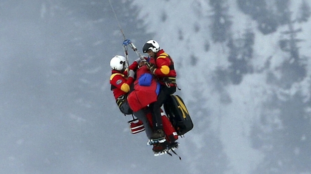 Skier Lindsay Vonn is airlifted after crashing during the women's Super-G event in Schladming, Austria, possibly injuring her knee, on Tuesday, Feb. 5, 2013. (AP)