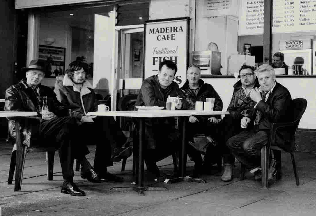 James Hunter (center) and his band The James Hunter Six.