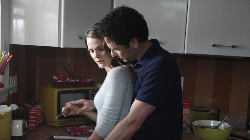 Keri Russell and Matthew Rhys play a spy couple on FX's The Americans. (FX)