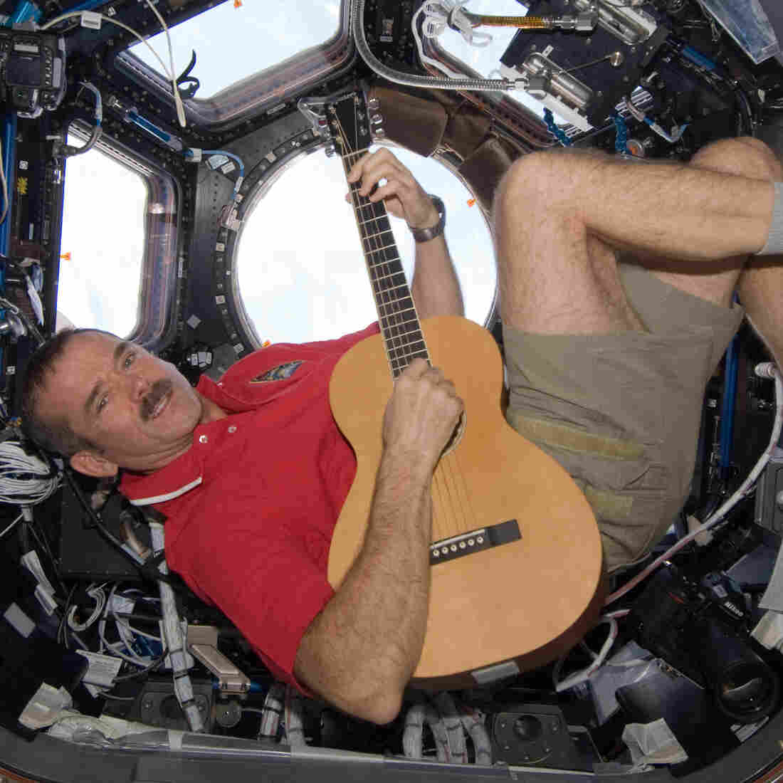 Astronaut And Rocker Pen First Earth-Space Duet