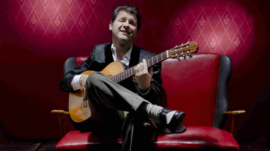 Argentinean singer Lucio Arce plays tango in the classic style.