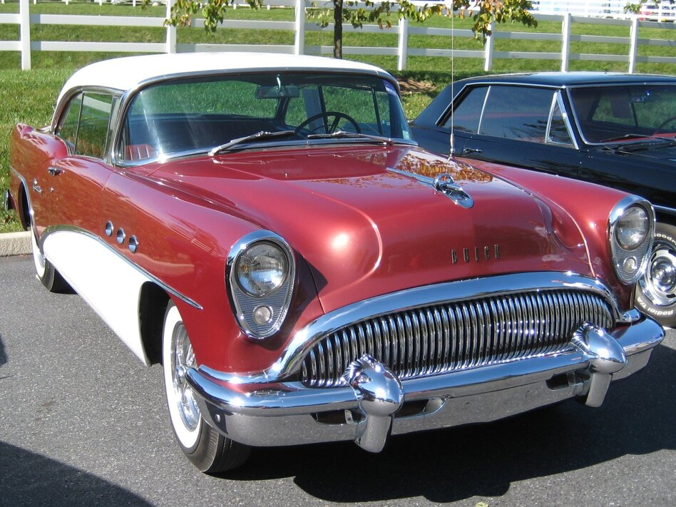 If you bought this 1954 Buick when it was new, the price was just about as mysterious as it is today for hip replacement surgery. (Hugo90/Flickr)