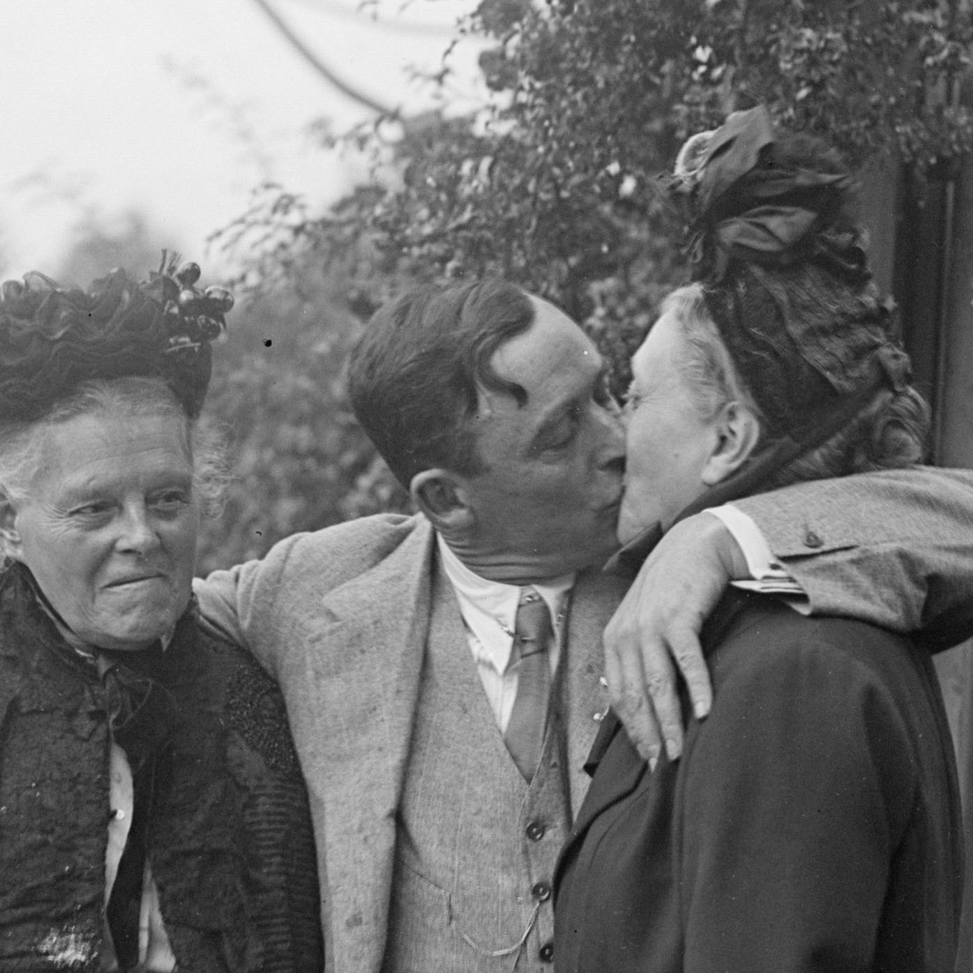 If it were a movie, it would be called The Third Wheel by Orson Welles