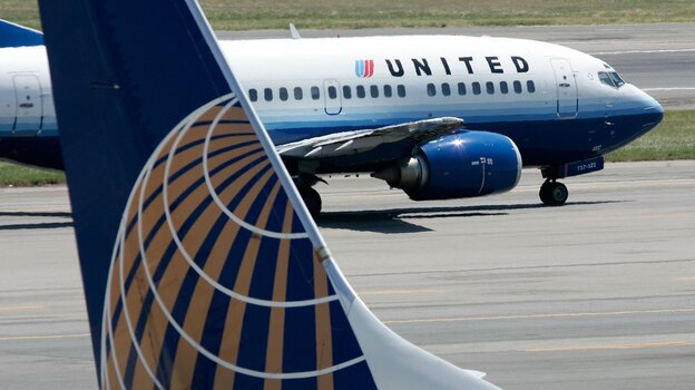 A United Airlines aircraft passes by a Continental Airlines plane at Ronald Reagan Washington National Airport in 2006. Their merger, begun in 2010, has been difficult, analysts say. (Getty Images)