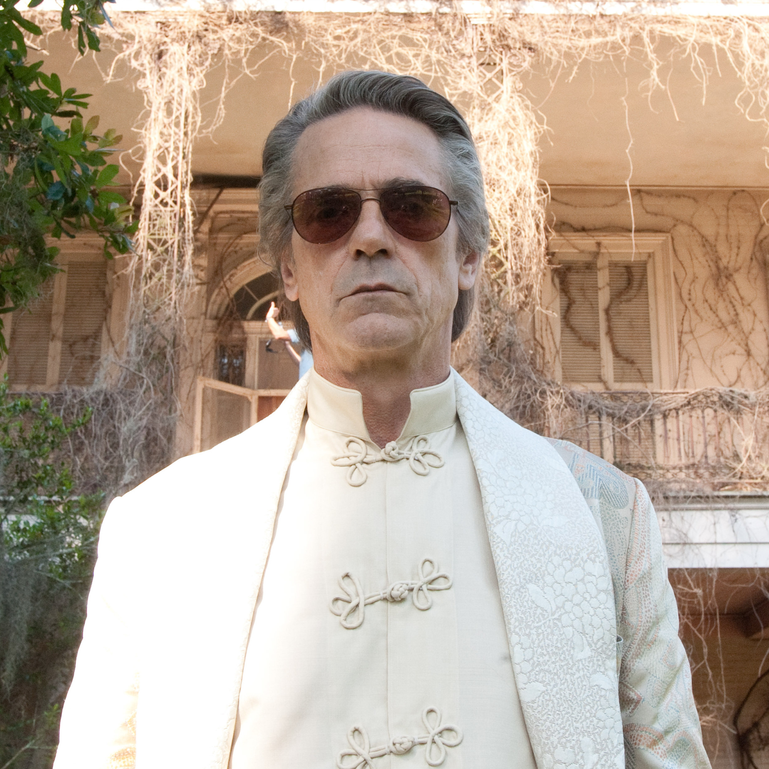 Jeremy Irons has fun with a Southern accent as patriarch Macon Ravenwood in Beautiful Creatures, even if he seems to be in a different film than the young lovers.