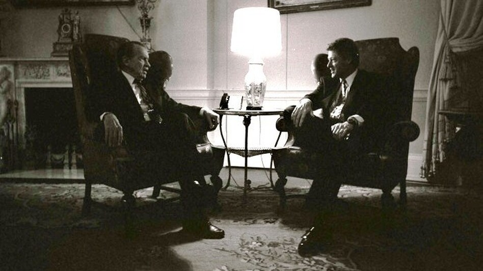 Former President Richard Nixon visits with President Bill Clinton in the family quarters of the White House, March 8, 1993. (White House Photo Office via Wikipedia)
