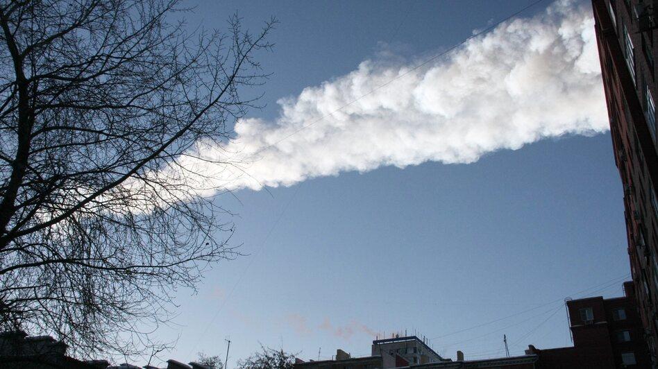A meteor's vapor trail above  the city of Chelyabinsk, Russia, on Friday. (EPA /LANDOV)