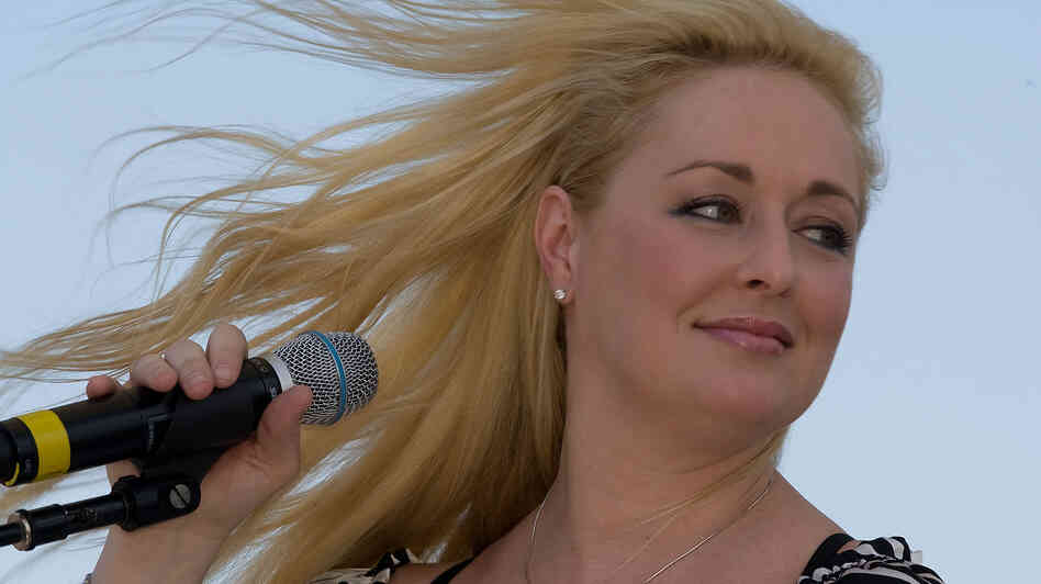 Mindy McCready performing in 2008 in Nashville.