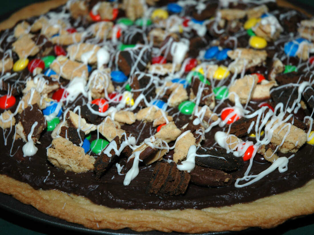 Girl Scout Cookie Dessert Pizza