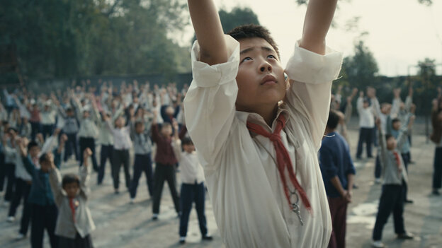 Wang Han (Liu Wenqing) is given the honor of leading his schoolmates in daily calisthenics, but the honor poses hurdle